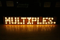 multiples_sign_large